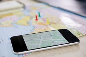 tela de celular acompanha em tempo real o rastreamento de carga